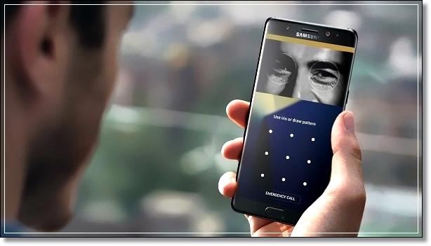 Смартфон Samsung cканирует лицо владельца