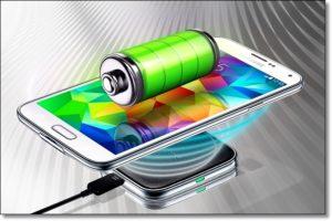 Смартфон Самсунг на бесконтактной зарядке.