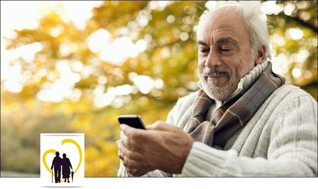 Пожилой человек со смартфоном