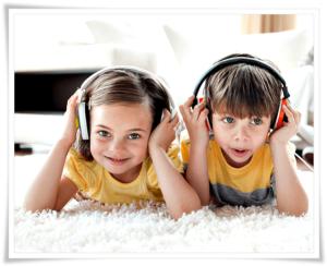 Дети слушают аудиокнигу