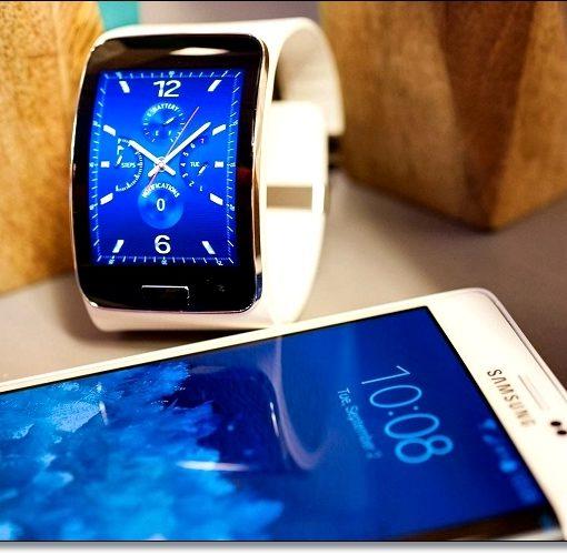 Смарт-часы и смартфон Samsung
