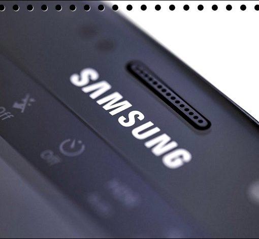 Логотип на корпусе смартфона
